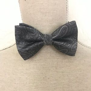 Brooks Brothers all silk paisley gray bow tie